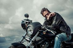 Jeffrey Dean Morgan by Scott Witter This is him on a bike.I love this man! Jeffrey Dean Morgan, Andrew Scott, Andrew Lincoln, Team Negan, Seattle, Motorcycle Photography, My Guy, The Walking Dead, Gorgeous Men