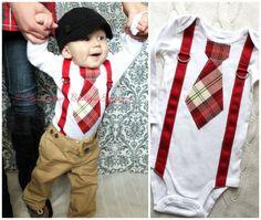 Baby Boy Tie and Suspenders Bodysuit. por ChicCoutureBoutique