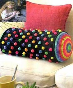 ♥ ༺✿ ✿༻ ❤ ❤ ♡ ♡╭✿✿╯✼✼ ✿⊱╮༺✿ ღ ✿༻ ❤ ♪ ♪ ✤ ❤ ♥ ♪ •✿• Almofada de crochê