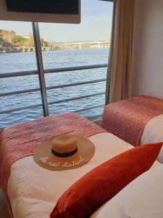 Navio Amália Rodrigues - CroisiEurope © Viaje Comigo Douro, Portugal, City, Furniture, Home Decor, Ship, Viajes, Places To Visit, Decoration Home