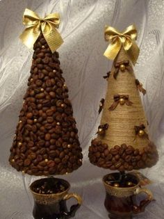 100 Creative Christmas Decor for Small Apartment Ideas Which Are Merry & Bright 100 Creative Christmas Decor for Small Apartment Ideas Which Are Merry & Bright is just not complete unless you decorate your home for the h Cone Christmas Trees, Christmas Tree Crafts, Handmade Christmas, Holiday Crafts, Christmas Holidays, Christmas Wreaths, Christmas Ornaments, Cone Trees, Deco Table Noel