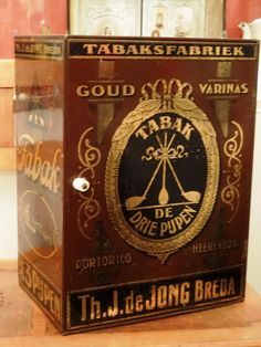 Tabaksblik (winkelkastje) DE DRIE PIJPEN, van de Jong Breda - 1e helft 20e eeuw