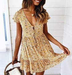 45 Beautiful Summer Outfits Ideas You Should Try - Summer Dresses Mode Outfits, Fashion Outfits, Fashion Trends, Fashion Styles, Dress Fashion, Spring Summer Fashion, Spring Outfits, Yellow Spring Dresses, Summer Art