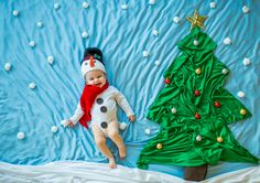 Monthly Baby Photos, Newborn Baby Photos, Cute Baby Girl Images, Baby Pictures, Foto Montages, One Month Baby, Baby Christmas Photos, Newborn Baby Photography, Ideas