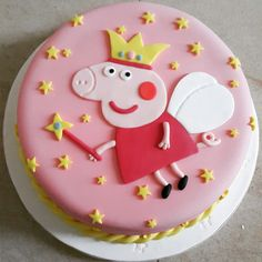 Torta de Peppa Pig Torta de Peppa Pig Peppa Pig is usually a United Tortas Peppa Pig, Peppa Pig Cakes, Peppa Pig Party Supplies, Papa Pig, Personalised Cakes, Peppa Pig Birthday Cake, Cake Online, Cake Tutorial, Themed Cakes