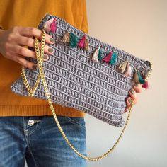 How to Crochet a Beauty and Cute Handbag or Bags? New Season 2019 - Page 4 of 49 - Crochet Ideas Crochets En Crochet, Blog Crochet, Free Crochet Bag, Crochet Shell Stitch, Crochet Clutch, Crochet Diy, Crochet Handbags, Crochet Purses, Crochet Bags