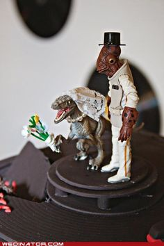 Best. Wedding. Cake. Toppers. Ever. (I'd tell Ackbar that it's a trap, but he needs to follow his heart)