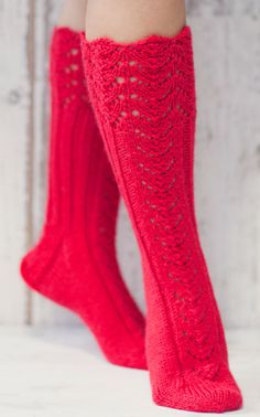 Pitsireunaiset villasukat - Knitted socks with lace edge Loom Knitting, Knitting Socks, Hand Knitting, Lace Socks, Wool Socks, Warm Outfits, Mittens, Knitwear, Knitting Patterns
