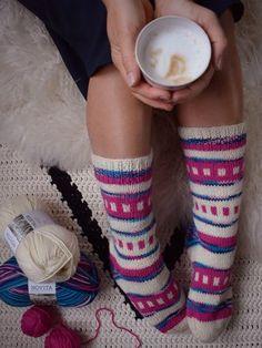 Kevätpusu-villasukat Leg Warmers, High Socks, Legs, Knitting, Leg Warmers Outfit, Tricot, Stockings, Cast On Knitting, Stricken