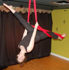 If you are looking for Aerial Tips and Tricks for silk yoga then this is the post you should be reading about all the best Aerial Dance moves Aerial Yoga Hammock, Aerial Dance, Aerial Silks, Aerial Hoop, Aerial Acrobatics, Aerial Arts, Iyengar Yoga, Ashtanga Yoga, Vinyasa Yoga