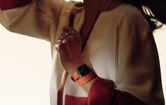 Une Apple Watch 2 signée Hermès - ©DR Modernité et élégance au programme de cette nouvelle Apple Watch 2, déclinée dans une édition limitée « luxe » aux couleurs d'Hermès.  En savoir plus sur http://www.lesechos.fr/serie-limitee/horlogerie-et-joaillerie/horlogerie/0211332294798-une-apple-watch-2-signee-hermes-2031993.php?ibtydKTgi0bR4Jyq.99