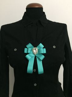 BOW BROOCH FOR SALE. PRICE: 6 USD.