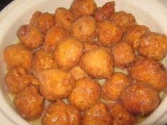 4 Minute Kaaskoek Benodig: 1 pakkie Tennis beskuitjies so eetlepel gesmelte botter/margarien vir die tennis beskuitjies kg se joghurt (geur na smaak, ons het al 'n Lemon Meringue een probeer en 'n Aarbei (met stukkies in) een probe. Braai Recipes, Veggie Recipes, Dessert Recipes, Yummy Recipes, South African Dishes, South African Recipes, Pumpkin Fritters, Lemon Diet, Good Food