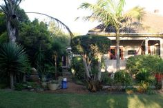 Frieden Hof Cape Town Just 16 km away from Somerset West and 21.5 km from Stellenbosch, this property features an outdoor pool and barbecue facilities. Guests at Frieden Hof have access to a large, lush garden.