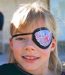 how to wear an eye patch