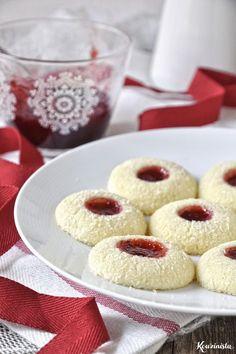 Butter Cookies with Coconut & Jam / Straw … Greek Sweets, Greek Desserts, Greek Recipes, Sweets Recipes, Cookie Recipes, Coconut Jam, Nutella Cookies, Thumbprint Cookies, Italian Cookies