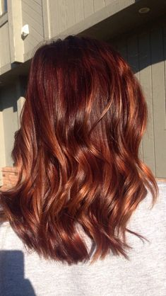 27 Blazing Hot Red Ombre Hair Color Ideas in 2019 - Style My Hairs Red Ombre Hair, Hair Color Auburn, Ombre Hair Color, Hair Color Balayage, Cool Hair Color, Copper Balayage, Copper Ombre, Dark Auburn, Brunette Color