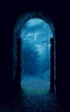 PORTE DU TRANSVISIBLE | Fantasy | Magical | Fairytale | Surreal | Enchanting | Mystical | Myths | Legends | Stories | Dreams | Adventures | Quelqu'un aurait-il inventé le #transvisible ?