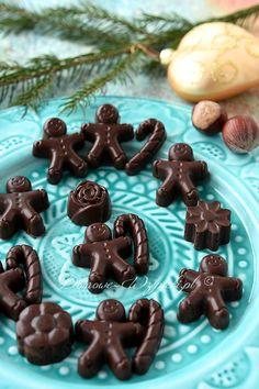 Czekoladki z chrupiącymi kawałkami orzechów lub migdałów w karmelu. Candy, Cookies, Baking, Vegetables, Health, Christmas, Food, Recipes, White Chocolate