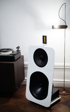oido audio 12 OBEM open baffle loudspeaker with Thorens TD-124 and the Oluce Spider lamp