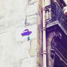 Street art ! 😁👍🏻👾 🐙@gzup_streetart #gzup #octopus #streetart #art #pieuvre #gzupstreetart #art #paris #france #graffiti #graff #instagraffiti #instagraff #urbanart #wallart #artist #urbanart #parisart #iloveparis  #paris15 #violet #purple #ninja #purpleninja