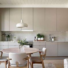 42 The True Meaning of Five Keys to Scandinavian Kitchen Design homesuka Kitchen Room Design, Modern Kitchen Design, Home Decor Kitchen, Rustic Kitchen, Interior Design Kitchen, Kitchen Furniture, Home Kitchens, Scandinavian Kitchen Interiors, Scandinavian Design