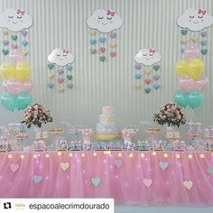 """125 Likes, 3 Comments - Valeria Aquino (@valeria_aquino_delicata_cakes) on Instagram: """"#Repost @espacoalecrimdourado (@get_repost) ・・・ Chuva de amor para comemorar os 2 aninhos da Júlia.…"""""""