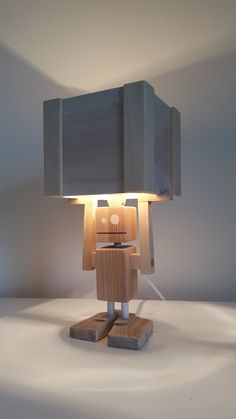 Isiah Robot Table Lamp Reclaimed Wood by CraftyandCoUK on Etsy Cool Lighting, Lighting Design, Wood Projects, Woodworking Projects, Diy Lampe, Diy Vintage, Cool Lamps, Wooden Lamp, Lamp Light