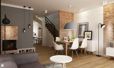 dom ze zwiększoną powierzchnia gospodarczą- przerobiony garaż na kuchnie,powiększenie otworów  okiennych w salonie.