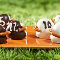 Just added my InLinkz link here: http://www.somethingswanky.com/football-themed-dessert-collection/