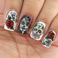 Day of the dead nails. I'm really happy with this design, especially the sugar skull. That was done with a trimmed art brush and a very steady hand . Halloween Nail Designs, Halloween Nail Art, Cute Nail Designs, Sugar Skull Nails, Skull Nail Art, Sexy Nails, Cute Nails, Pretty Nails, Fabulous Nails