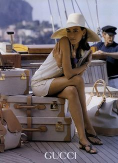 mademoisellefashionn: dress-this-way:Gucci Bonjour,nous sommes Katarina et Violeta. Nous adorons la mode