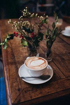 Coffee on a wooden table ~~ by Jovana Rikalo Good Morning Coffee, Coffee Cozy, Coffee Break, Coffee Time, Coffee Photos, Coffee Pictures, Coffee Shop Photography, Milk Art, Coffee Shop Aesthetic