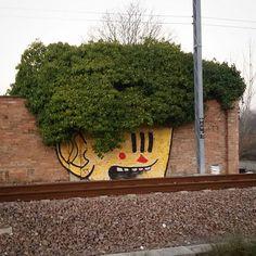 Pupo Bibbito , Street art with the nature Street Art Utopia, Magazine Art, Graffiti Art, Planter Pots, Instagram Posts, Nature, Projects, Sculpture, Log Projects