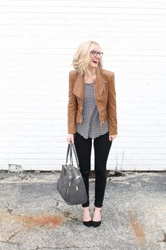 Leather Jacket Outfit Spring, Brown Jacket Outfit, Leather Leggings Outfit, Leggings Outfit Fall, Brown Leggings, Legging Outfits, Sporty Outfits, Athleisure Outfits, Nike Outfits