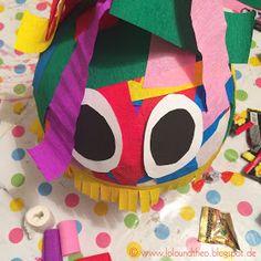 DIY Pinata / Pappmachee Figur mit buntem Krepp und Augen / www.loloundtheo.blogspot.de