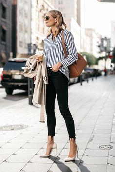 Putting together cute spring outfits can honestly be a little tricky, but worry not, we're here to help you. Casual Chic, Style Casual, Style Désinvolte Chic, Edgy Style, Work Fashion, Spring Fashion, Style Fashion, Womens Fashion, Marine Look