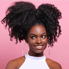 Big Afro hairstyles are basically the bigger and greater version of the Afro hairstyles. Afro which is sometimes shortened as 'FRO, is a hairstyle worn naturally outward by The African American black people. Pelo Natural, Long Natural Hair, Natural Hair Journey, Natural Beauty, Afro Puff, Hair Afro, 4c Hair, Kinky Hair, Hair Colorful