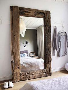 рама для зеркала из необработанного дерева