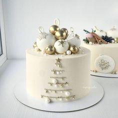 A beautiful winter cake combining . Christmas Cake Designs, Christmas Cake Decorations, Christmas Cupcakes, Christmas Sweets, Holiday Cakes, Christmas Baking, New Year Cake Decoration, Christmas Birthday Cake, Xmas Cakes