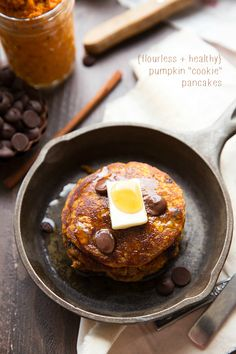 {Healthy   Flourless} Pumpkin Pancakes