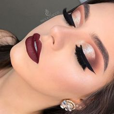 festive yet? 🎄 In need of some glamorous holiday makeup inspiration? - MAKEUP KIT // Feeling festive yet? 🎄 In need of some glamorous holiday makeup inspiration? Party Makeup Looks, Makeup Eye Looks, Simple Makeup For Party, Party Eye Makeup, Glam Makeup Look, Glamour Makeup, Bride Makeup, Wedding Hair And Makeup, Wedding Beauty
