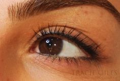 Get an ultra-precise 'liquid-liner-look' with permanent makeup eyeliner at the Tracie Giles London clinic. Say goodbye to smudging and panda eyes! Eyebrow Tattoo Removal, Eyeliner Tattoo, Makeup Tattoos, Semi Permanent Eyebrows, Permanent Makeup Eyebrows, Different Eyeliner Styles, Tattoo Practice Skin, Brown Eyes Pop, Natural Eyeliner