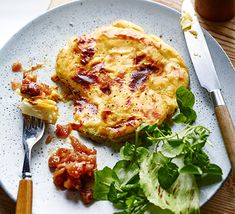 Combine cauliflower cheese with a traditional Welsh rarebit for the perfect pub lunch. Serve with chutney, watercress salad and a pint of beer Bbc Good Food Recipes, Veggie Recipes, Vegetarian Recipes, Cooking Recipes, Veggie Meals, Rice Recipes, Healthy Recipes, Cauliflower Steaks, Cauliflower Cheese