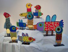 Terrell Powell, painted wooden bird sculptures birds- grade 4 - connect to weaving. focus on construction of shapes, color, and pattern. Sculpture Lessons, Sculpture Projects, Bird Sculpture, Art Projects, Art For Kids, Crafts For Kids, Arts And Crafts, Paper Crafts, Art Carton