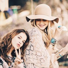 """GigiHadid, BarbaraPalvin """"In ❤️ with our #new collection! #rosacha"""""""