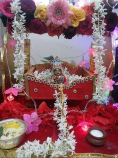 Discover beautiful DIY decoration ideas for Krishna Janmashtami. Learn how to decorate lord Krishna on Janmashtami and get Krishna jhula decoration ideas. Shiva Wallpaper, Radha Krishna Wallpaper, Diwali Decorations, Festival Decorations, Bal Krishna, Krishna Art, Krishna Janmashtami, Happy Janmashtami, Janamashtami Decoration Ideas