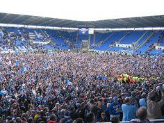 Reading Football Club campeão da Championship 2005/2006. Torcida invade o gramado do Madejski Stadium para comemorar.