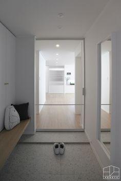 Home Entrance Decor, House Entrance, Home Decor, Home Office Design, House Design, Muji Style, Interior Styling, Interior Design, Natural Interior