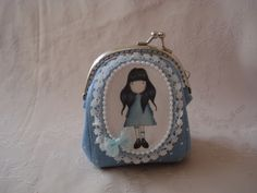 it's tiny, look how it frames the picture with lace & beads